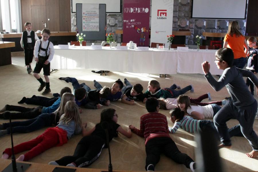 Spiel und Spaß während die Stimmen ausgezählt werden © Kinderbüro – Die Lobby für Menschen bis 14