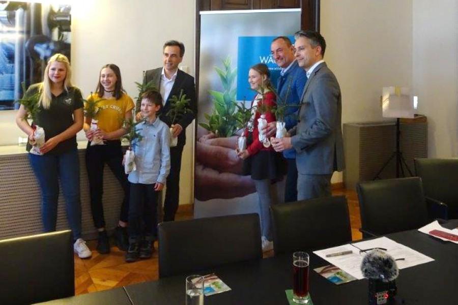 Madeleine Stolz (ehemalige Kinderbürgermeisterin), Valentin Watzinger (Kinderbürgermeister, Siegfried Nagl (Bürgermeister Stadt Graz), Martina Kogler (amtierende KInderbürgermeisterin), Mario Eustacchio (Vizebürgermeister Stadt Graz) und Kurt Hohensinner (Stadtrat für Jugend und Familie)