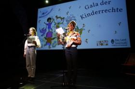 Poetry Slam von Selina Rudlof und Precious Nnebedum