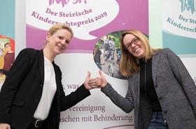 Erfolgreiche Projektumsetzerinnen Ruth Jaroschka vonMosaik und Erika Wilfling-Weberhofer von der Steirischen Vereinigung für Menschen mit Behinderung© AK/Graf-Putz