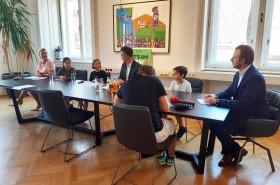© Kinderbüro Bei der Pressekonferenz
